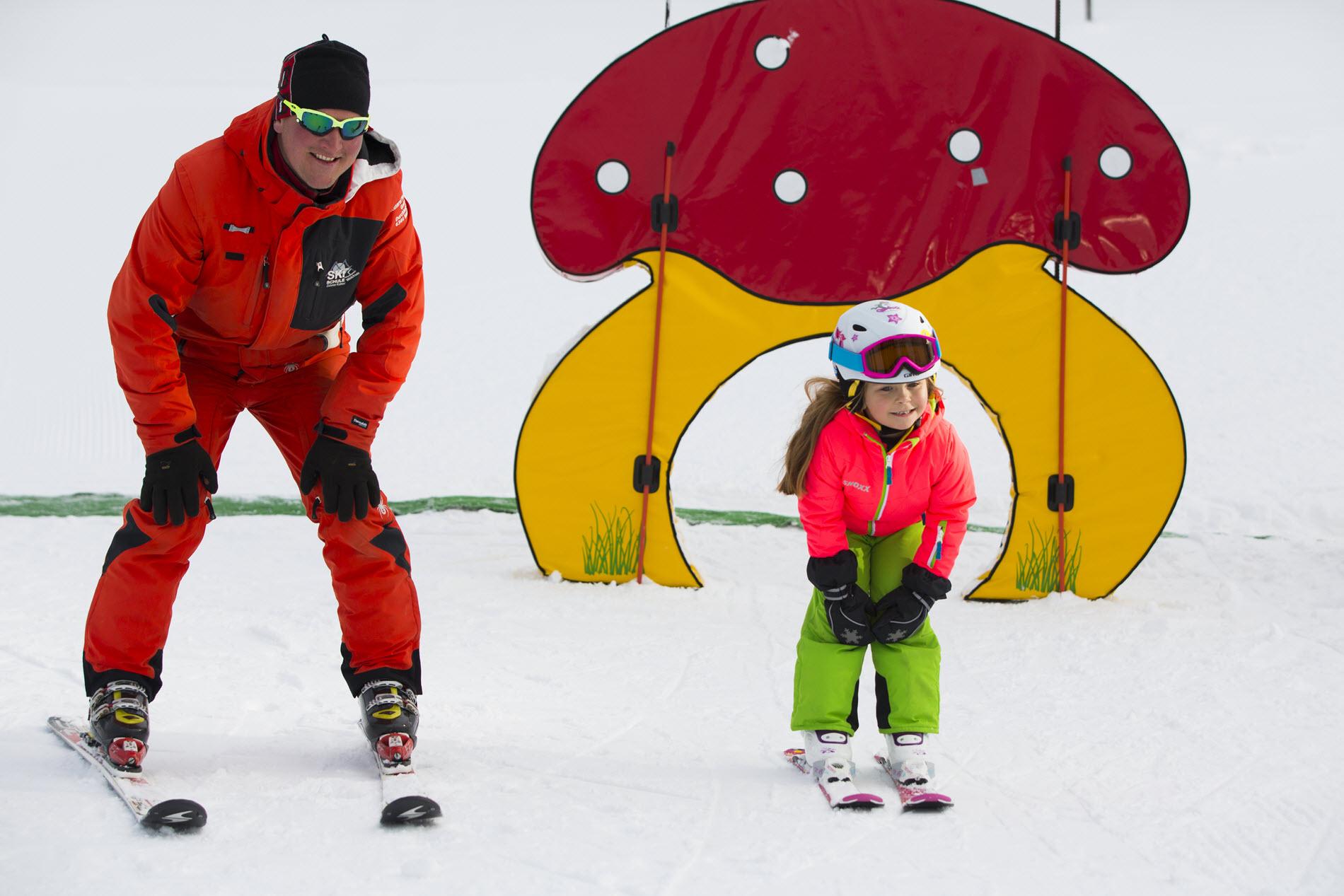 _N1A2707_BB_Kaiserwinkl-Tirol-Skifahren-Familie_Skikurs-maedchen